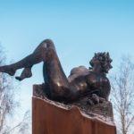 Vertigo. Sculpture en bronze de Félix Roulin inaugurée à Mettet, Belgique, le 14 novembre 2019.