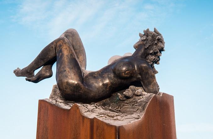 Vertigo. Sculpture en bronze de Félix Roulin. Inauguration de l'oeuvre à Mettet, Belgique, le 14 novembre 2019.