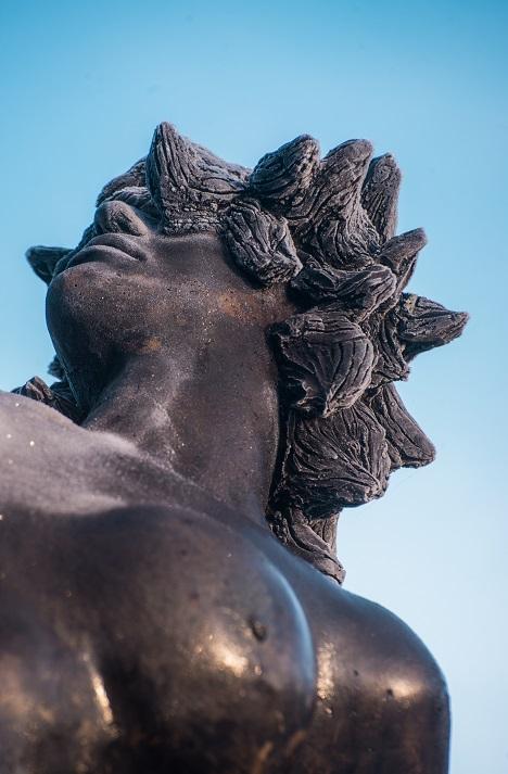 Vertigo. Sculpture en bronze de Félix Roulin. Détail de l'oeuvre inaugurée le 14/11/2019 à Mettet, Belgique.