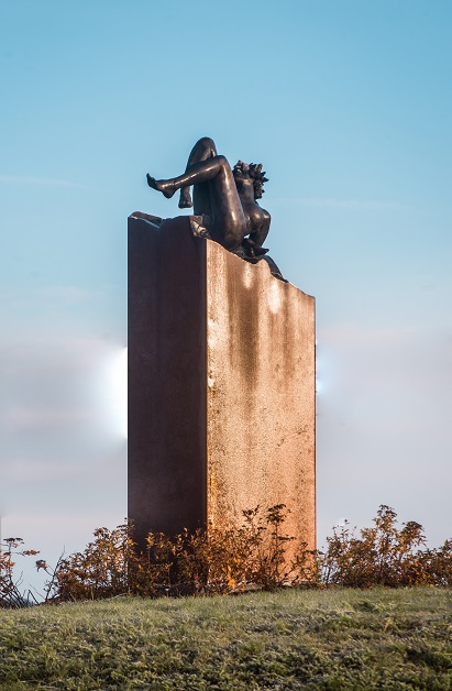 Vertigo. Sculpture en bronze sur socle en acier de Félix Roulin.