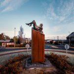Vertigo. Sculpture en bronze et socle acier du sculpteur Félix Roulin. Inauguration de l'oeuvre le 14/11/2019 à Mettet.